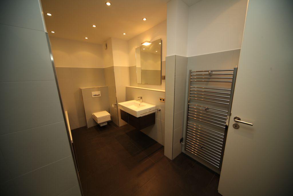 referenzen zur sanierung aus einer hand mit badsanierung in frankfurt. Black Bedroom Furniture Sets. Home Design Ideas